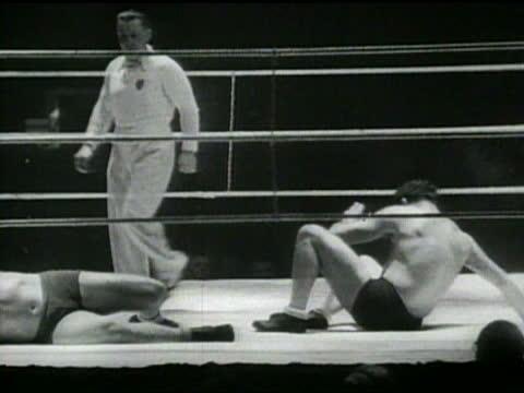stockvideo's en b-roll-footage met australian wrestlers demonstrate unusual ring tactics. - worstelen