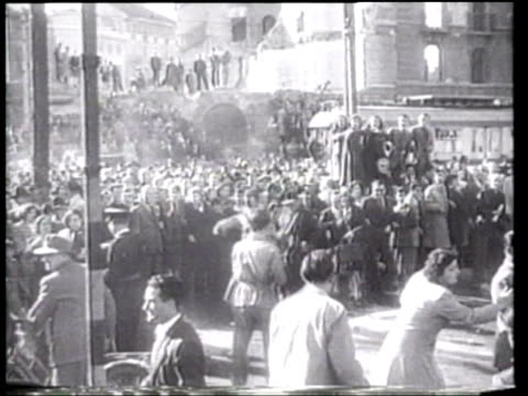 vídeos de stock, filmes e b-roll de benito mussolini and his mistress clara petacci are executed displayed and hung by vengeful italians in milan - hanging execution