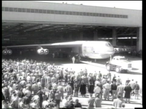boeing b52 stratofortress is rolled out from its assembly line - ボーイング点の映像素材/bロール