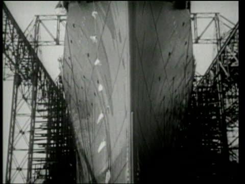universal newsreel. eleanor roosevelt christens the s.s. america luxury liner in newport news, virginia. - 1939 stock-videos und b-roll-filmmaterial