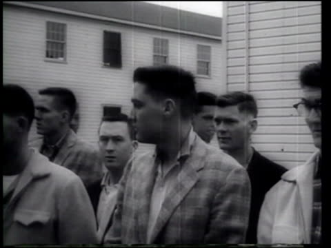 stockvideo's en b-roll-footage met elvis presley joins the army - army