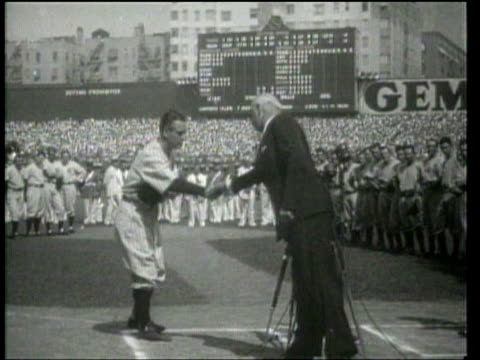 universal newsreel. fans honour lou gehrig as he retires to fight als. - 1939 stock-videos und b-roll-filmmaterial