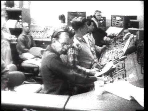 vídeos de stock, filmes e b-roll de launch of atlas rocket - 1958