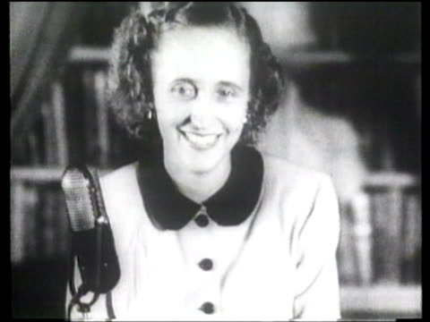 stockvideo's en b-roll-footage met margaret truman the us president's daughter holds a press conference with women journalists - margaret truman