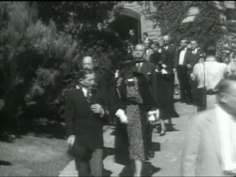 Mourners gather for the burials of Wiley Post and Will Rogers