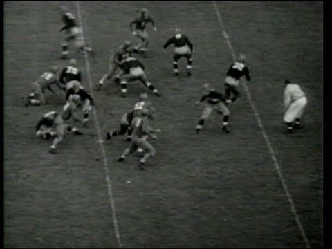 notre dame defeats southern methodist 20-19 in college football. - 1939 stock-videos und b-roll-filmmaterial