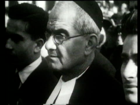 pope pius xii leads a crowd in prayer - 1946 stock-videos und b-roll-filmmaterial