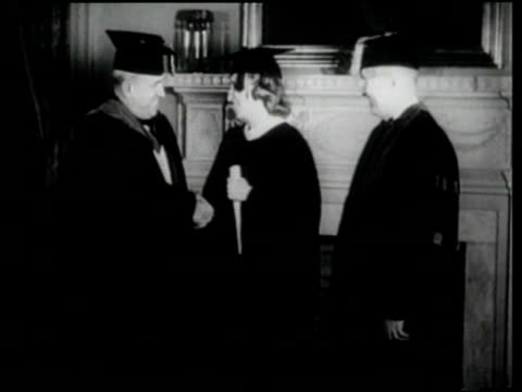stockvideo's en b-roll-footage met president harry truman makes a speech at george washington university's commencement as he and his daughter margaret receive degrees - afstudeer toga