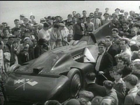 sir malcolm campbell experiences difficulties as he tries to break the world land speed record - gerichtsverhandlung stock-videos und b-roll-filmmaterial