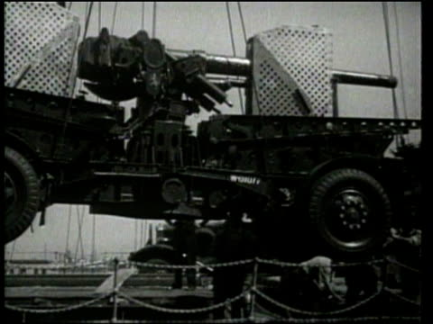 universal newsreel. soldiers say goodbyes and board the uss chateau thierry in san francisco, california. - 1939 stock-videos und b-roll-filmmaterial
