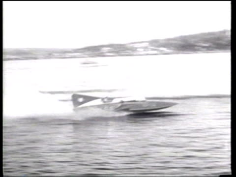vídeos y material grabado en eventos de stock de stanley sayres slomoshun wins the gold cup hydroplane race on seattle's lake washington - hidroplano