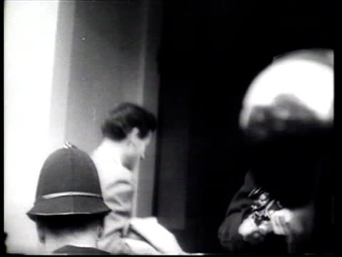 stockvideo's en b-roll-footage met the british public watch the romance between princess margaret and group captain peter townsend after he returns to england - prinses margaret windsor gravin van snowdon