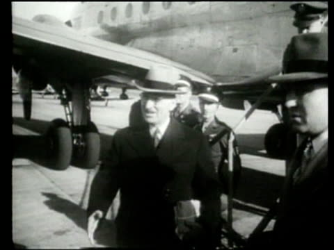United States President Harry Truman and his family arrive in Missouri to celebrate the holidays