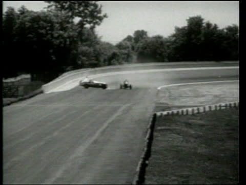 wilbur shaw wins the indianapolis 500 in a race in which former winner floyd roberts dies in an accident. - 1939 stock-videos und b-roll-filmmaterial