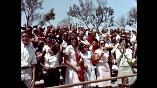 vidéos et rushes de universal studios tour 1960s jill st john - actrice