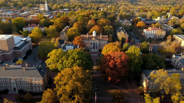 stockvideo's en b-roll-footage met universiteit van north carolina te chapel hill luchtfoto - universiteit