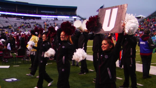 vídeos y material grabado en eventos de stock de university of south carolina cheerleaders - instituciones y organizaciones educativas