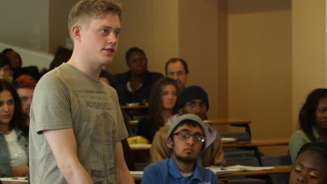 大学の学生で語るセミナー - 口論点の映像素材/bロール