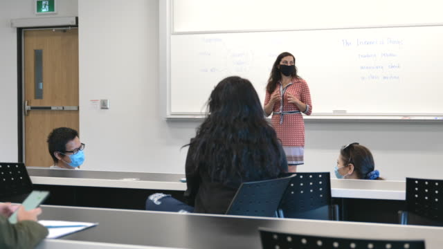 university students wearing masks in class - post secondary education stock videos & royalty-free footage