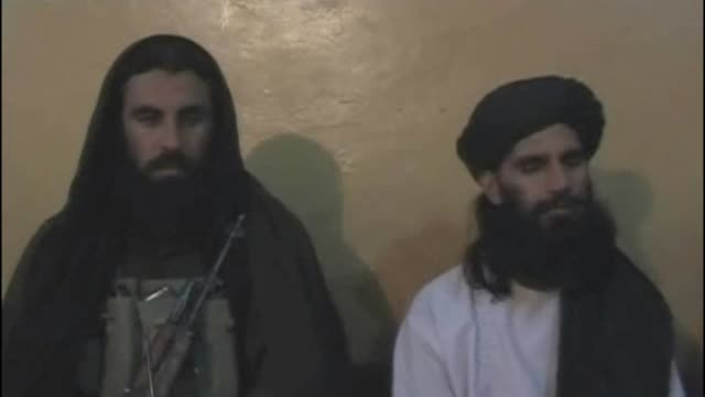 Unknown gunmen killed a senior commander of the Pakistani Taliban who had a government bounty on his head on Monday as a suicide bomb attack...