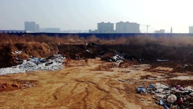 vidéos et rushes de ordures jetés illégalement dans le domaine - dilemme moral