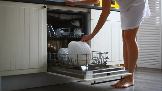 unloading dishwasher - lavastoviglie video stock e b–roll