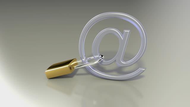 vídeos y material grabado en eventos de stock de cgi cu unlocked padlock on @ symbol / greece - símbolo de arroba