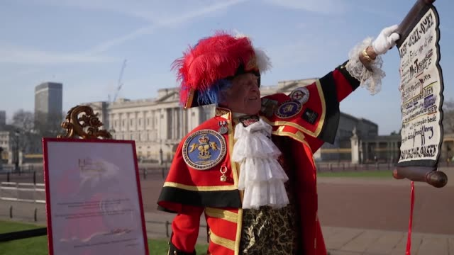 unoffical town crier tony appleton announces the creation of a meghan markle figure at madame tussauds london - appleton video stock e b–roll
