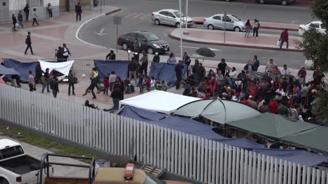 vídeos y material grabado en eventos de stock de unos 25 centroamericanos fueron admitidos en estados unidos para iniciar su solicitud de asilo - ee.uu