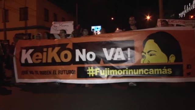 unos 4000 peruanos marcharon el martes en lima exigiendo que se excluya de la carrera presidencial a la candidata favorita keiko fujimori por... - peruvian ethnicity stock videos and b-roll footage