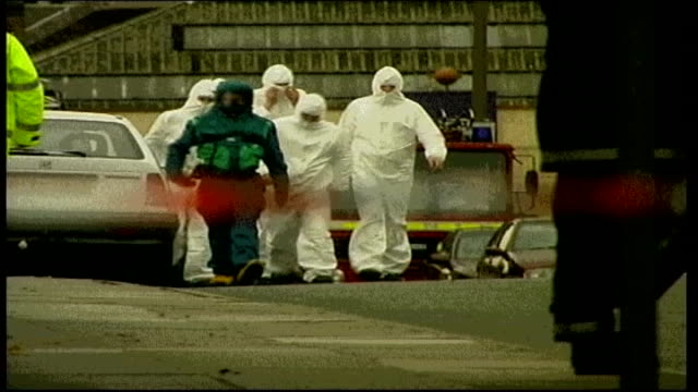 unprepared for terrorist attack; lib england: ext man in nbc suit along with workers wearing white overalls after suspected anthrax attack man... - nbc点の映像素材/bロール