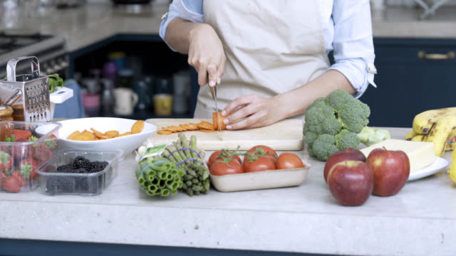 unrecognisable chef preparing a vegetarian meal - cutting board stock videos and b-roll footage