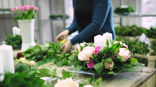 unrecognizable florist arranging flowers - flower arrangement stock videos & royalty-free footage