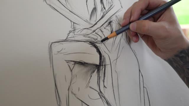 oigenkännlig man gör en skiss med träkol - penna bildbanksvideor och videomaterial från bakom kulisserna