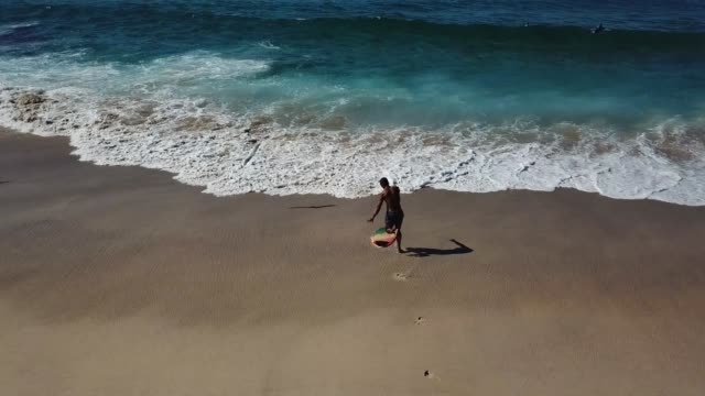 unrecognizable man running to the waves ready to surf - real time stock videos & royalty-free footage
