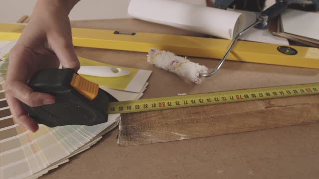 unrecognizable woman measuring a plank with a tape measure - tape measure stock videos & royalty-free footage