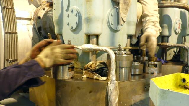 stockvideo's en b-roll-footage met schroef - machinekamer
