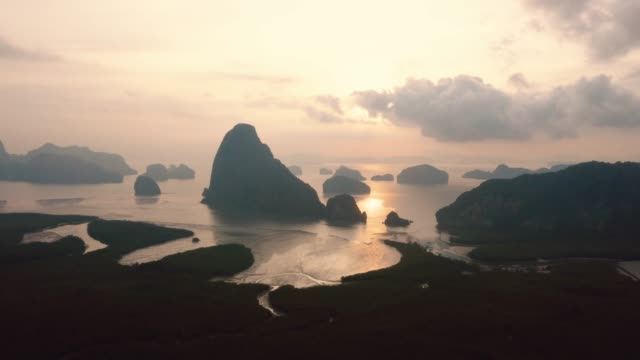 unseen thailand : 4k footage aerial view hyper lapse  of phang nga bay in sunrise, thailand - 360 grad panorama stock-videos und b-roll-filmmaterial