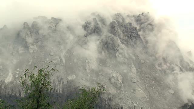 unstable smoking volcano lava dome - フロレス点の映像素材/bロール