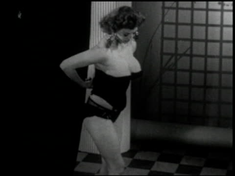 stockvideo's en b-roll-footage met [untitled: hollywood funtime,program #2] aka burlesque - 44 of 44 - prelinger archief