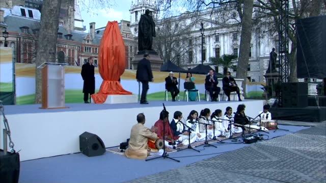 unveiling of mahatma gandhi statue / cutaways jaitley speech natsot / cameron / lady desai / jaitley speech / amitabh bachchan reading natsot /... - mahatma gandhi stock videos & royalty-free footage
