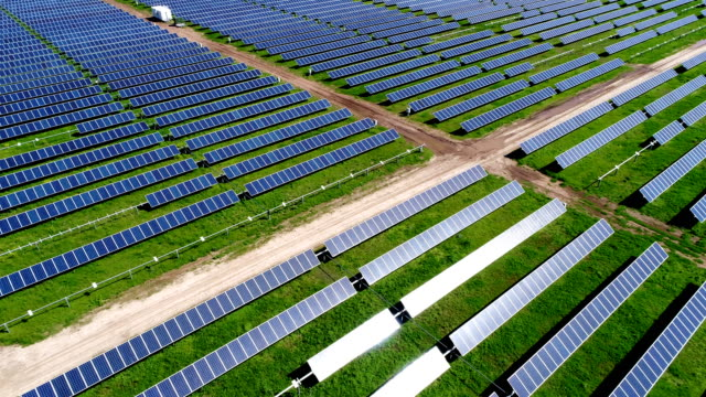 up and away large solar panel power plant in texas - fuel and power generation stock videos & royalty-free footage