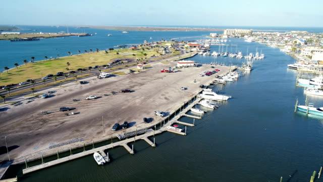 vídeos y material grabado en eventos de stock de arriba y lejos sobre el agua del golfo costa sur de texas en isla del padre - gulf coast states