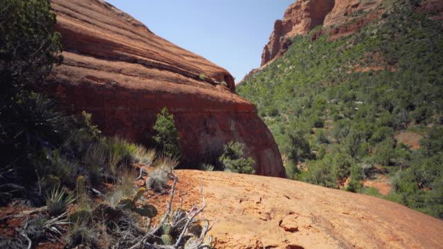 ボルダーからクリフへ - boulder rock点の映像素材/bロール