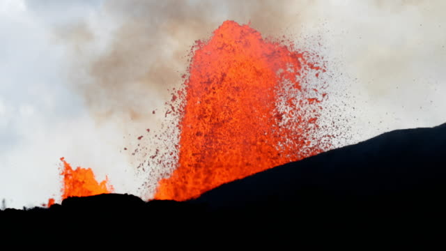 30pm hst - lava is now less than 0.75mi away from highway 132/137 junction flow front is approximately 100 yards from highway 132 at a relatively... - hawaii islands stock videos & royalty-free footage