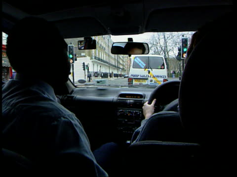 vidéos et rushes de updated highway code launched lib london people driving whilst using mobile phones lib int car driving lesson in progress lord whitty interview sot... - signalisation routière