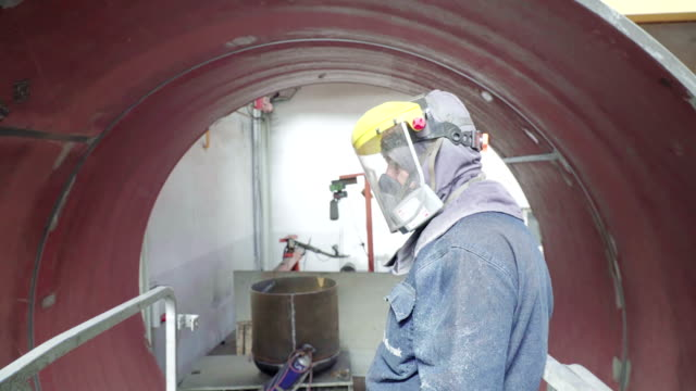 uplifting worker with elevator next to autoclave tube - aerospace industry stock videos & royalty-free footage