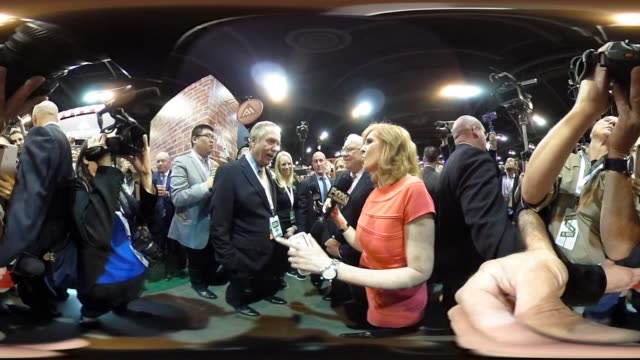 *upload to supported player to view in 3d mode* warren buffett, chairman of berkshire hathaway, inc., tours the exhibit floor ahead of the berkshire... - 年次総会点の映像素材/bロール