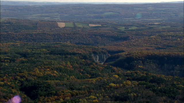 vídeos de stock e filmes b-roll de upper falls  - aerial view - new york,  livingston county,  united states - valley