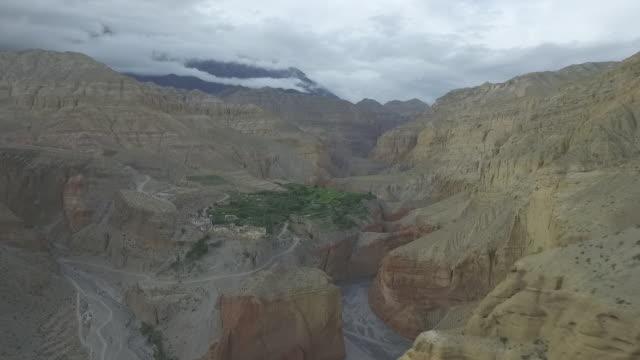 upper mustang mountains village - ravine stock videos & royalty-free footage